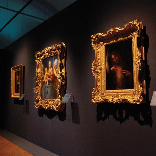 allestimento mostra d'arte di quadri dall'Hermitage